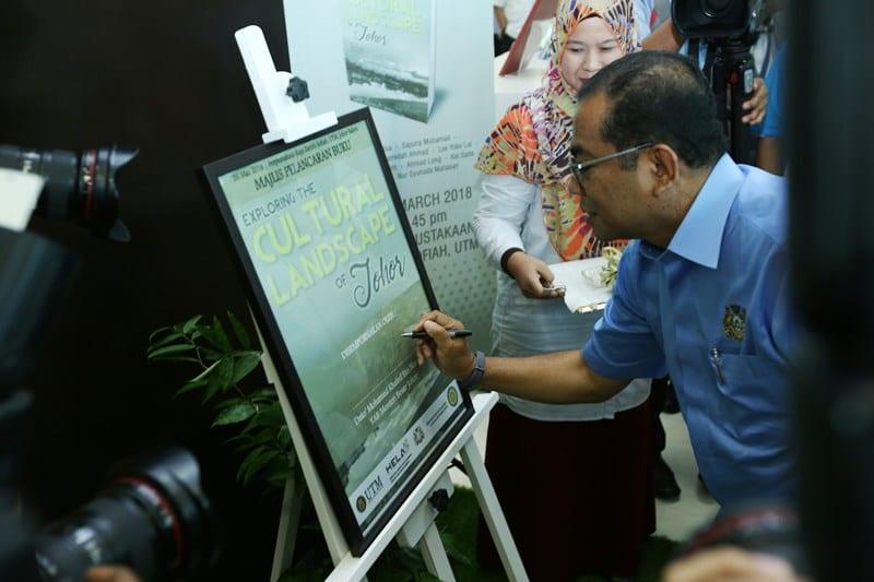 Pembangunan Koleksi Khazanah Intelektual Johor Di Perpustakaan Universiti Teknologi Malaysia  : Suatu Perkongsian