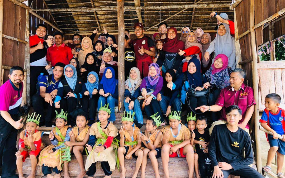 Sukarelawan Timba Pengalaman, Penduduk Kampung Orang Asli Sungai Peroh Terima Bahan Bacaan